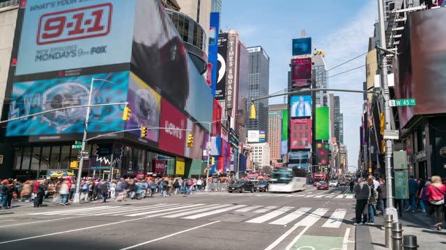 vídeos de stock, filmes e b-roll de time-lapse: pedestre turístico lotado na times square new york city usa em dia ensolarado - centro de manhattan