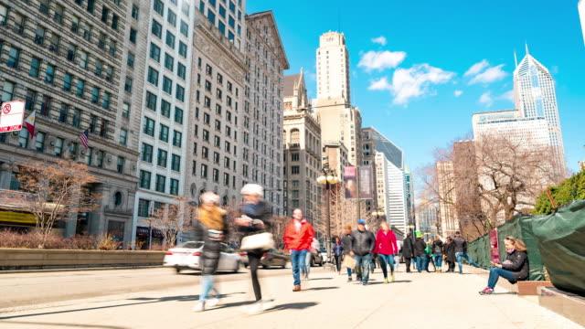 time-lapse: turist människor folkmassan runt millennium park chicago downtown, il usa - millennium park chicago bildbanksvideor och videomaterial från bakom kulisserna