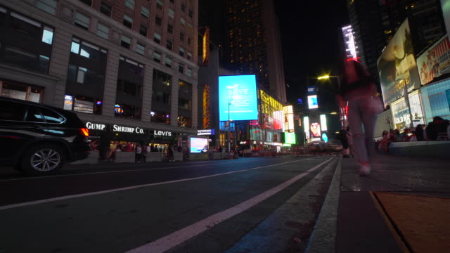 time-lapse: tourists in times square and cars passing by in new york, ny - moving past stock videos & royalty-free footage