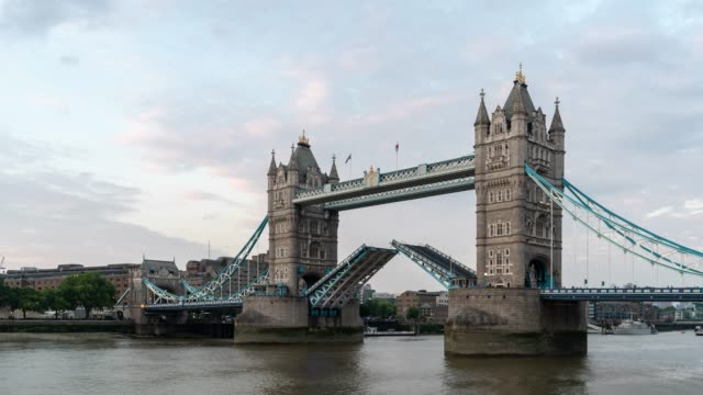 time-lapse: tower bridge in london england uk sunset night - canary wharf stock videos & royalty-free footage