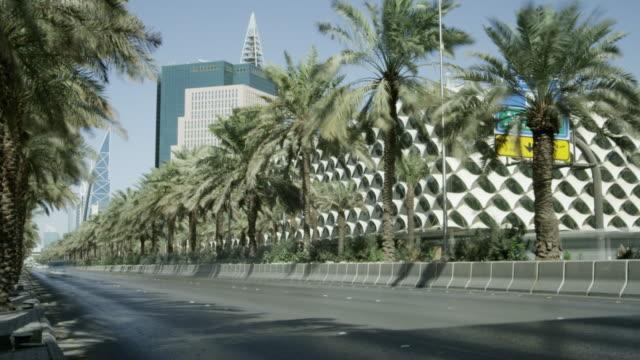 timelapse traffic flow in central riyadh, saudi arabia - riyadh stock videos & royalty-free footage