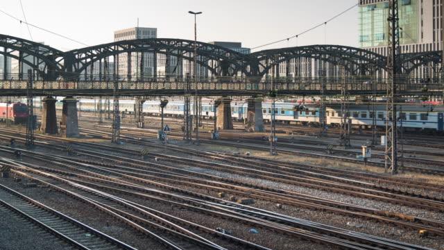 4 K-UHD Time-lapse : Allena sul passare sotto il ponte