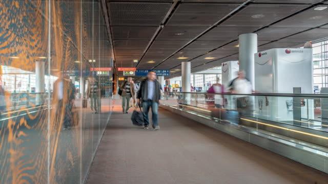 Time-Lapse: voyageur au départ de l'aéroport Paris CDG Terminal France