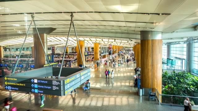 4 K Zeitraffer: Reisende am Flughafen-Terminals