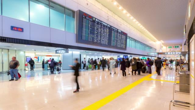 4 K Zeitraffer : Menschenmenge Ankunftsterminal am Flughafen Narita, Japan