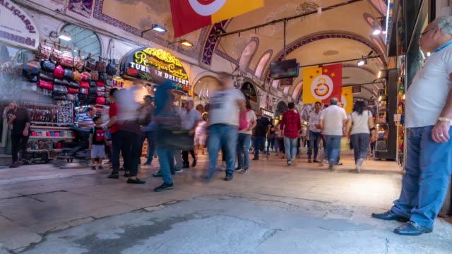 stockvideo's en b-roll-footage met timelapse: reiziger menigte op grand bazaar markt in downtown istanbul turkije - grote bazaar van istanboel istanboel