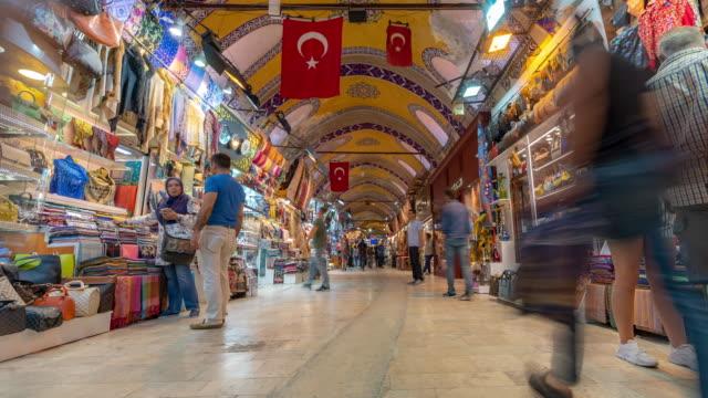 vídeos y material grabado en eventos de stock de timelapse: traveler crowd en el gran mercado de bazares en el centro de estambul turquía - gran bazar