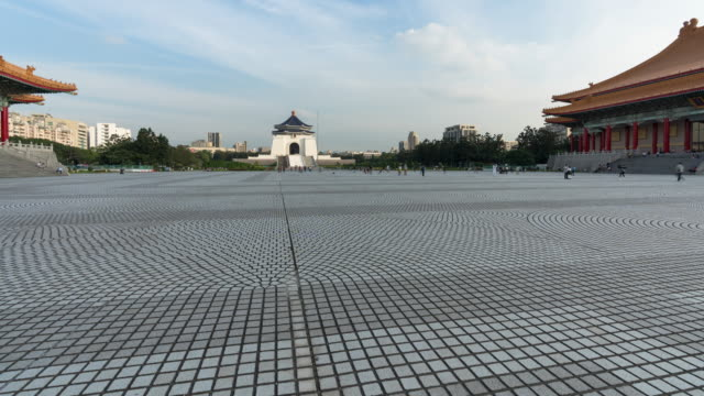4k time-lapse: traveler crowd at national chiang kai-shek memorial hall,taiwan, tilt up shot - chiang kaishek memorial hall stock videos & royalty-free footage