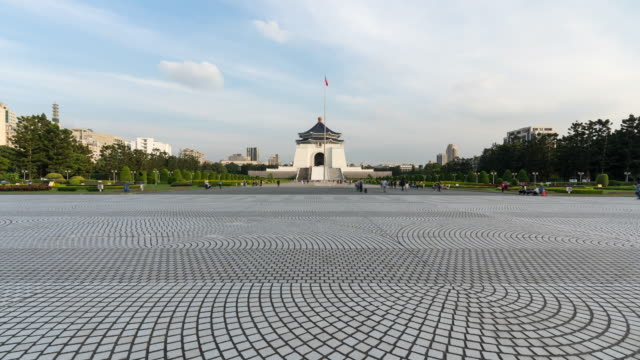 4k time-lapse: traveler crowd at national chiang kai-shek memorial hall,taiwan. tilt up shot - chiang kaishek memorial hall stock videos & royalty-free footage