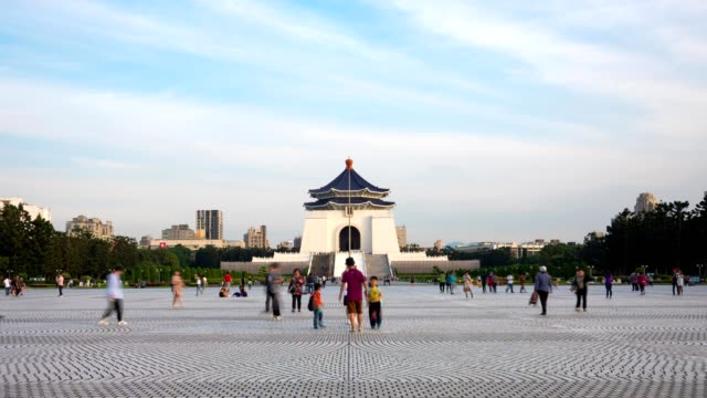 4k time-lapse: traveler crowd at national chiang kai-shek memorial hall,taiwan, tilt down shot - chiang kaishek memorial hall stock videos & royalty-free footage