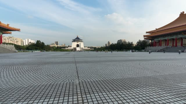 4k time-lapse: traveler crowd at national chiang kai-shek memorial hall,taiwan - chiang kaishek memorial hall stock videos & royalty-free footage