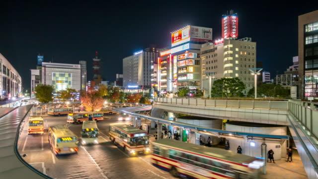 zeitraffer: reisende drängten sich am bus station terminal koriyama hauptbahnhof - schienenverkehr stock-videos und b-roll-filmmaterial