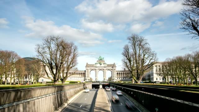 vidéos et rushes de time-lapse hd : arc de triomphe cinquantenaire parc de bruxelles, belgique - mémorial