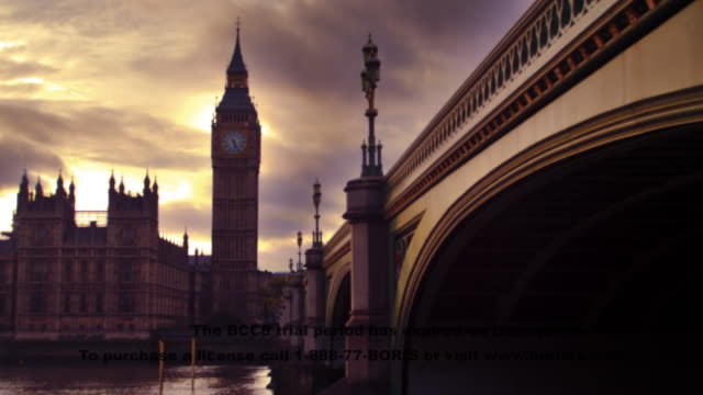 time-lapse twilight at westminster and thames - city of westminster london stock-videos und b-roll-filmmaterial