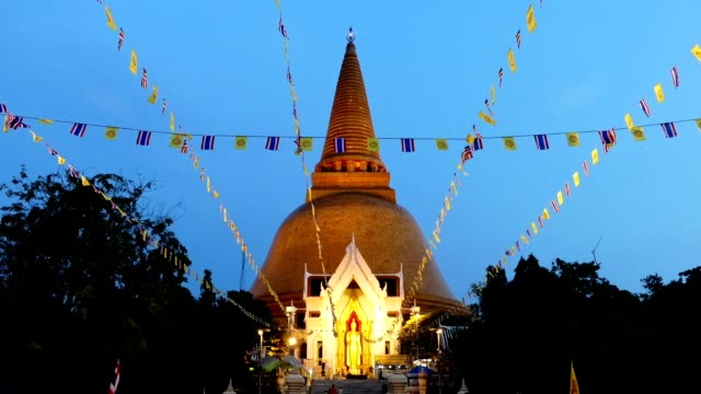timelapse twilight flags blowing in front of the golden stupa - stupa stock videos & royalty-free footage