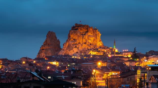 vídeos de stock, filmes e b-roll de time-lapse: cidade de uchisar na noite, cappadocia, turquia - capadócia