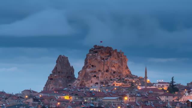 タイムラプス: 夜のウチヒサールシティ、カッパドキア、トルコ - トルコ点の映像素材/bロール