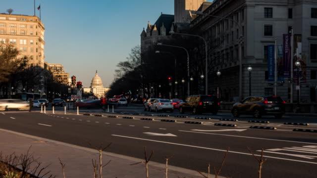 タイムラプス:米国ワシントンdcのフリーダムスクエアからの交通ライト付き米国議会議事堂 - 下院議員点の映像素材/bロール