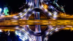 Time-lapse video: Amazing Night Traffic on Circle, Overhead shot