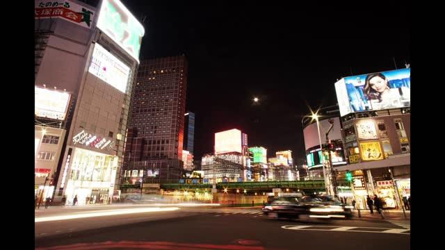 time-lapse video of a night scene in shinjuku - viale video stock e b–roll