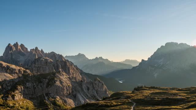 Zeitraffer-Video von nebligen Morgen bei Tre Cime, Dolomiten, Italien