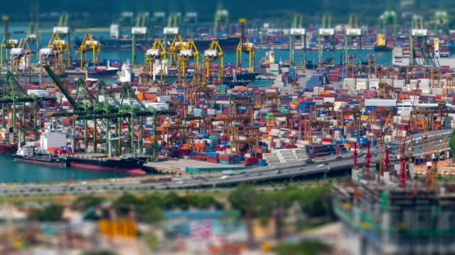 video Time-lapse di port terminal in giornata