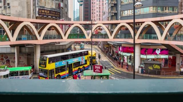 4k timelapse: blick auf die menschen auf den straßen hong kong stadt in causeway bucht in hongkong ist ein wichtiger finanzplatz in der region asien. hong kong-video.pannenstyles. - high dynamic range imaging stock-videos und b-roll-filmmaterial