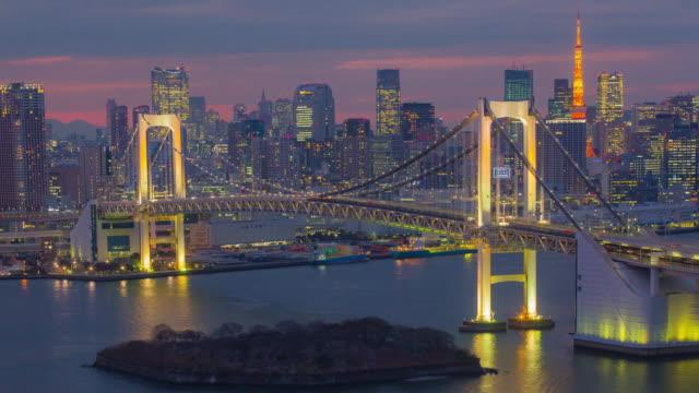 4 K Zeitraffer Blick auf die Regenbogen-Brücke und Tokyo Tower (Zoom)