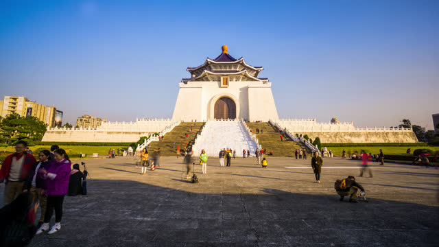 timelapse view of the chiang kai-shek memorial hall with people - chiang kaishek memorial hall stock videos & royalty-free footage
