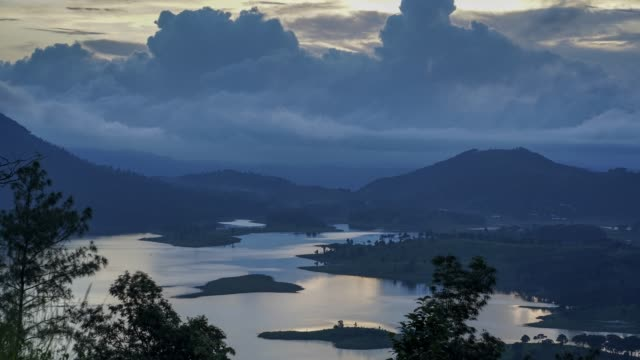 time-lapse view of umiam lake during sunset. - ネイチャーズウィンドウ点の映像素材/bロール