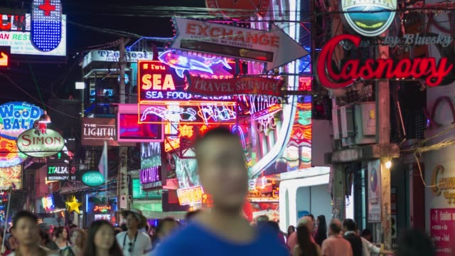 4 K Zeitraffer: Walking Street in Pattaya, Zoom in