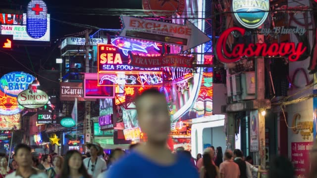 4K Time-lapse: Walking Street Pattaya, zoom out