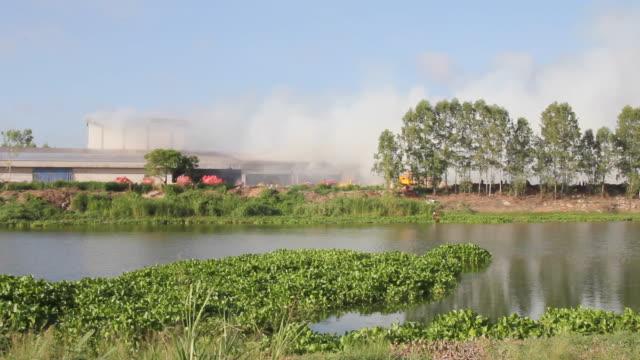 タイムラプス倉庫火災。 - 緊急用具点の映像素材/bロール