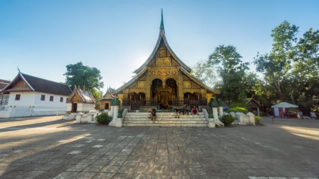 4K Time-lapse : Wat Xieng thong temple and tourism people in Luang Prabang, Laos.