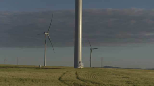 timelapse wide shot wind turbines stand at the hornsdale wind farm operated by neoen sas near jamestown south australia on friday sept 29 2017 - jamestown stock-videos und b-roll-filmmaterial