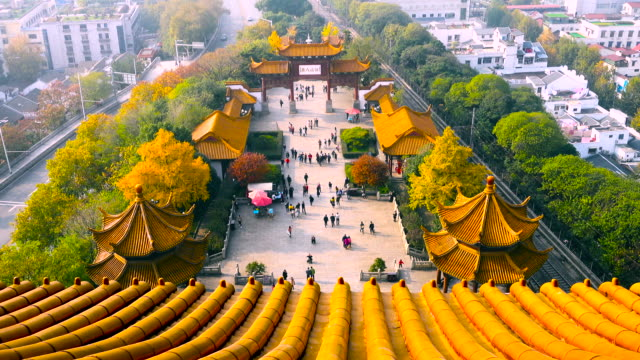 time-lapse wuhan yellow crane tower - pavilion video stock e b–roll