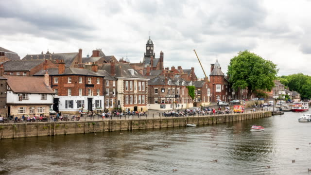 vídeos de stock e filmes b-roll de time-lapse:  york old town cityscape along river ouse, york yorkshire england uk. - yorkshire