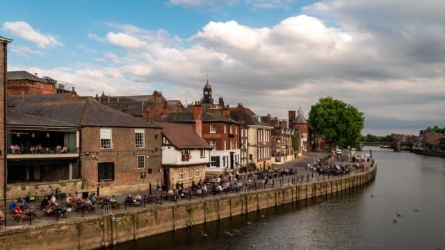 Zeitraffer: York alte Stadt Stadtbild entlang Fluss Ouse, York Yorkshire England UK.