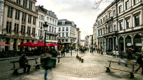 hd time-lapse zoom-out: city pedestrian at grand place brussels belgium - financial district stock videos & royalty-free footage
