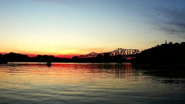 vídeos y material grabado en eventos de stock de tiempo-lapso: alexandra puente al atardecer, ottawa - río ottawa