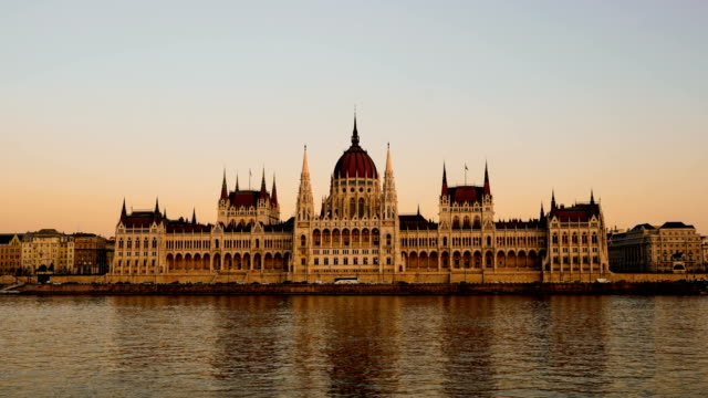 time-lapse:budapest, hungary - hungarian parliament building and danube river - national assembly stock videos & royalty-free footage