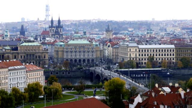 vidéos et rushes de time-lapse:cityscape of prague in autumnal morning (prague, république tchèque) - culture de l'europe de l'est