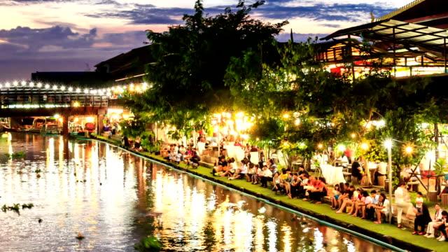 hd-zeitraffer, schwimmende der kerze korb, loykrathong festival, bangkok, thailand - besichtigung stock-videos und b-roll-filmmaterial