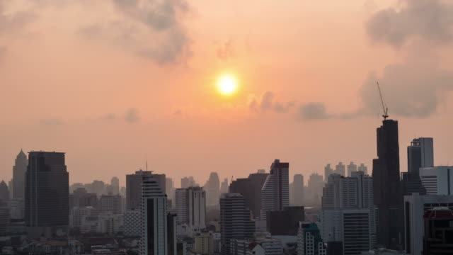 HD Timelapse:Moments at sunrise the morning - zoom out