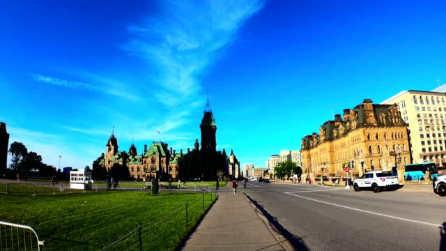 vídeos de stock e filmes b-roll de time-lapse:parliament hill of canada ,ottawa - parliament hill ottawa
