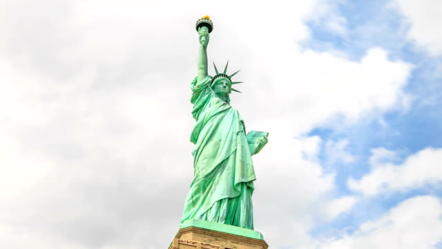 HD Time-lapse:Statue of Liberty in New York City