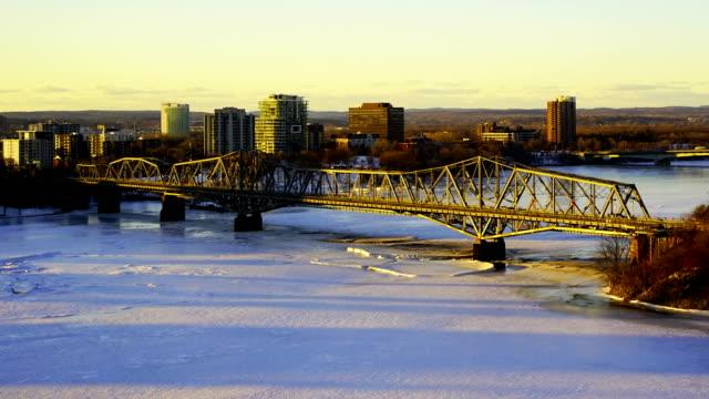 vidéos et rushes de time-lapse: le pont alexandra - ottawa
