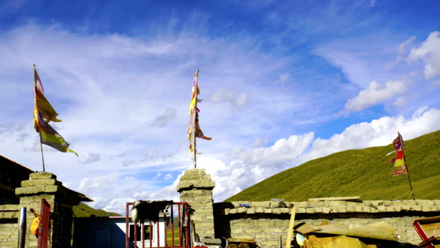 Time-lapse:Tibetan prayer flags at Lin Zhi, China