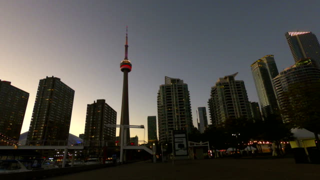 Time-lapse:Toronto downtown skyscraper skyline sunset