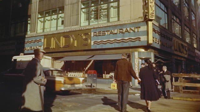 times building in times square - anno 1956 video stock e b–roll